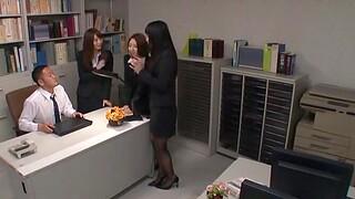 Unwitting alms-man gets his gumshoe pleasured by three sexy Japanese coworkers