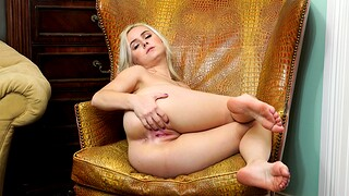 Skinny blondie Aria Banks enjoys drilling her cunt with a dildo