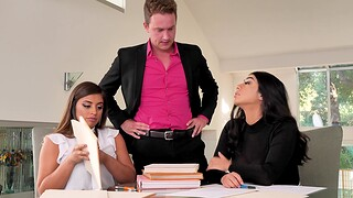 Chubby models Ella Knox and Violet Myers team up for one man