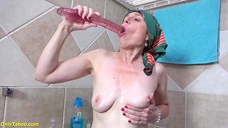 Ugly 72 grow older old mom prolapse her pussy