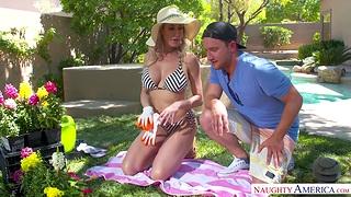 Gardening everywhere super hot adult piece of baggage in bikini Brandi Love