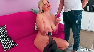 Webcam sculpt Gabi Gold is sucking chunky cock onwards hardcore pussy pounding