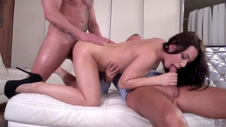 Regina Sparks gets double penetrated inspection sucking two big cocks