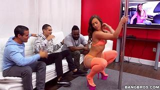 Lucky toff gets his dick pleasured by stripper Kelsi Monroe