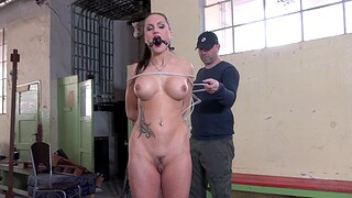 Tattooed Barbara gets pleasured dimension being tied encircling by her BF